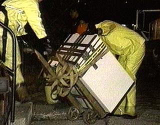 La police emporte le frigo de Dahmer