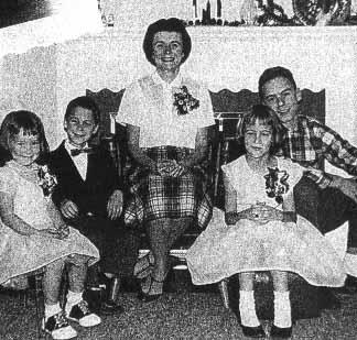 Bundy avec sa mère et ses frères & soeurs