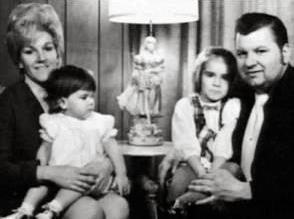 Carol Hoff et ses filles avec Gacy