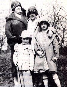 Grace, à droite, et sa famille