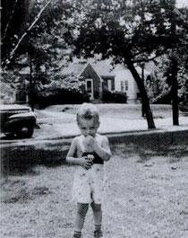 Donald Harvey, à 2 ans